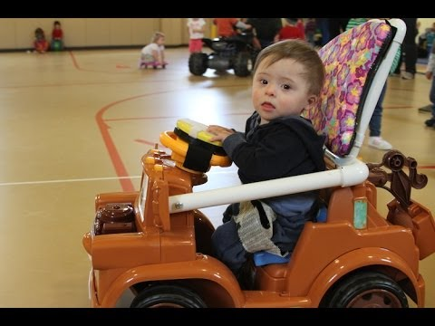 howonemanstriptotoysrusbroughtmobilitytohundredsofdisabledkids How One Mans Trip to Toys R Us Brought Mobility to Hundreds of Disabled Kids